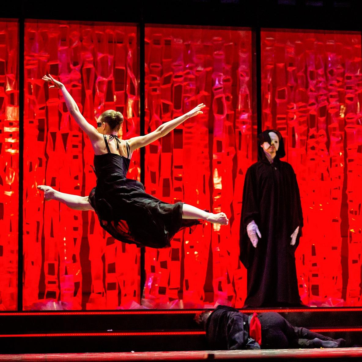 Az iszonyat balladájától Vasarelyig – 60 éves a Pécsi Balett